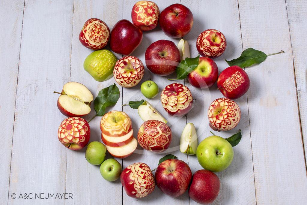 geschnitzte äpfel von oben DSC9639