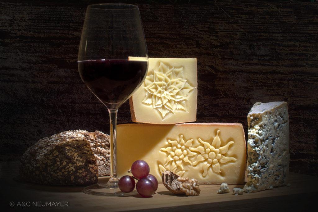 Käse neu mit hintergrund