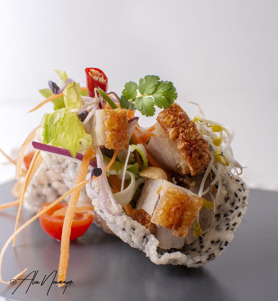 thai crispy pork salat