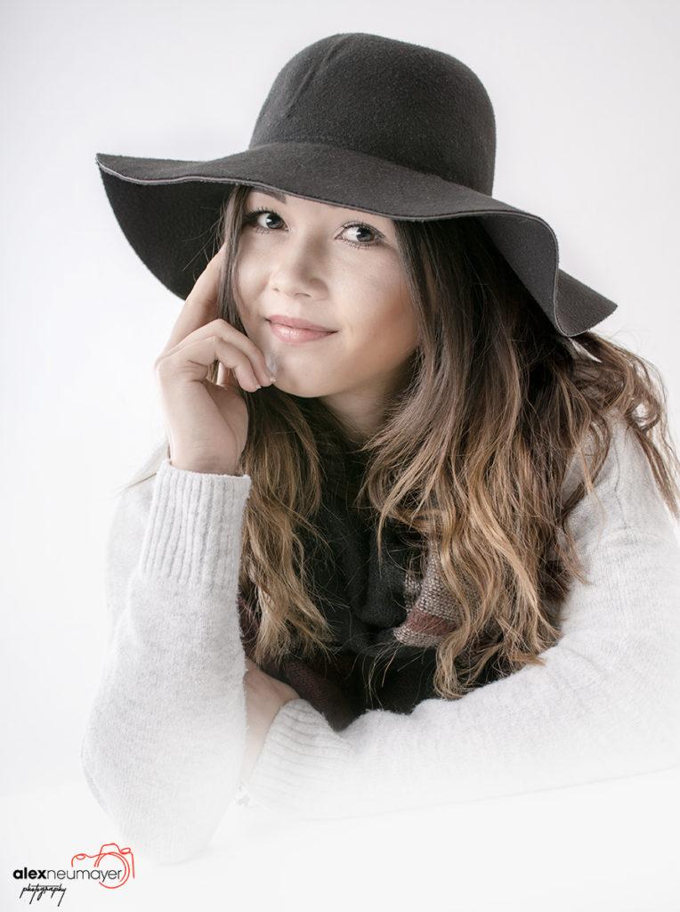 Claudia mit Hut soft 65 farbe